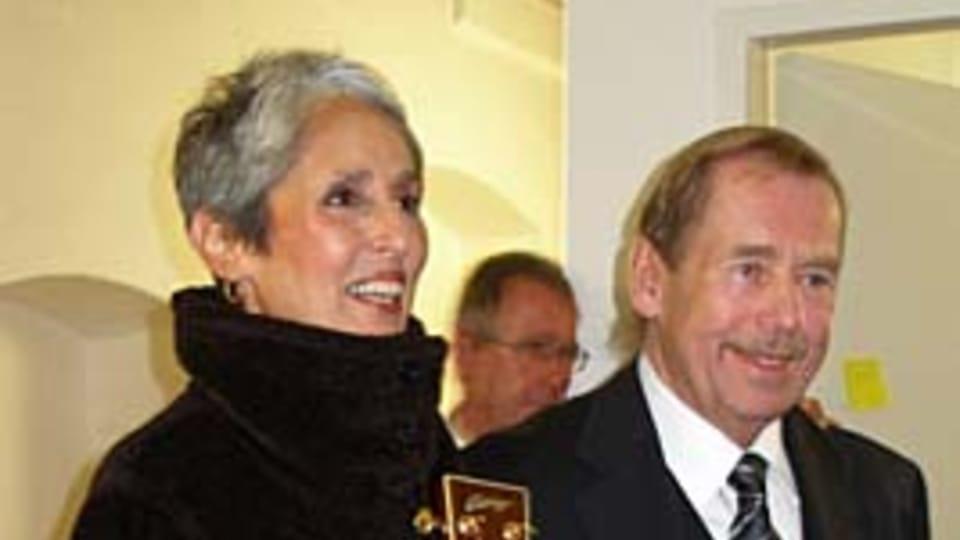 Joan Baez and Václav Havel,  photo: Linda Mastalir