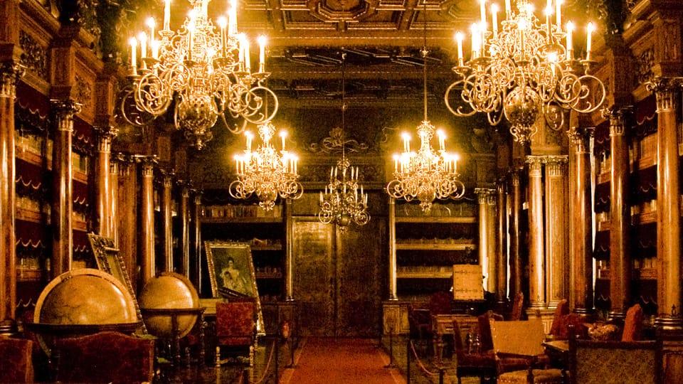 The library at Hluboká Castle boasts 12 000 volumes,  photo: Vít Pohanka / Czech Radio