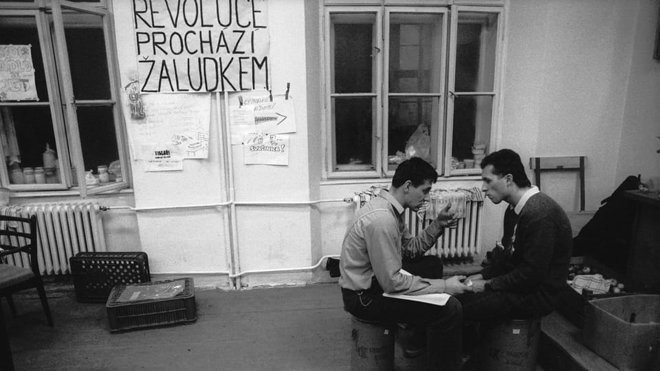 Students snacking during the strike of 89' in Olomouc,  photo: Petr Zatloukal