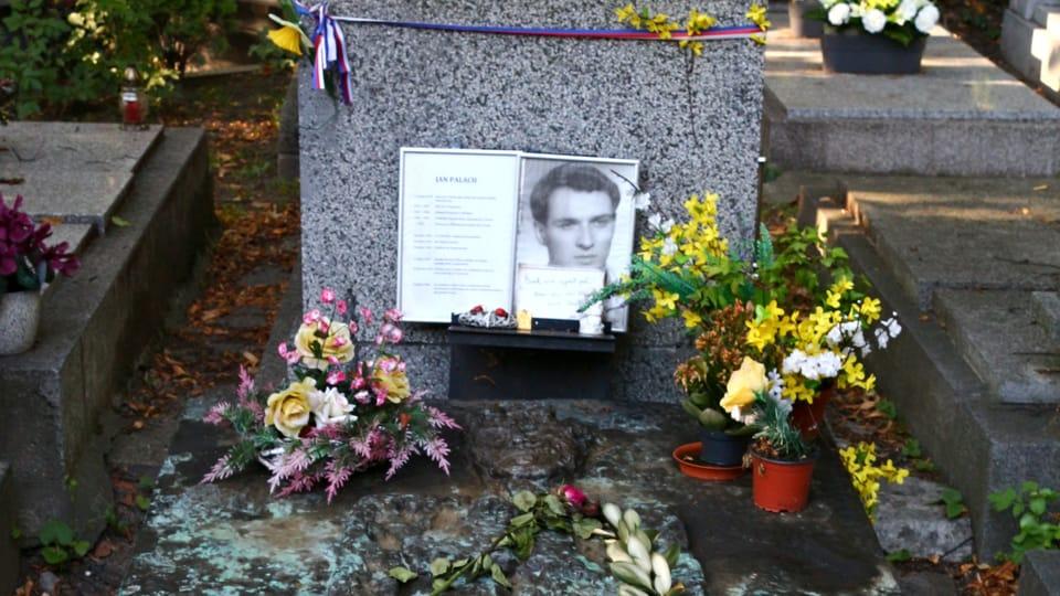 Grave of Jan Palach,  photo: VitVit,  CC BY-SA 4.0