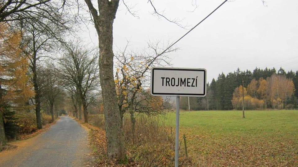 Trojmezí - entering a formerly off-limits area,  photo: Dominik Jůn