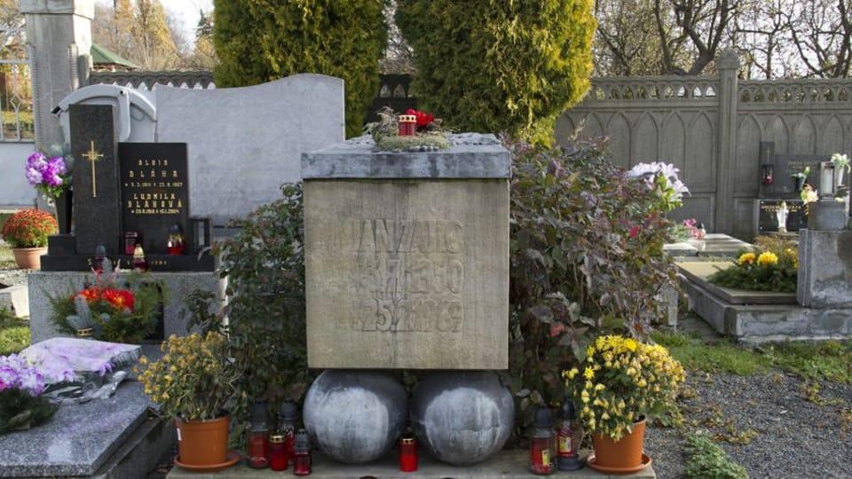 Grave of Jan Zajíc,  photo: Pamětní místa / Ústav pro soudobé dějiny AV ČR