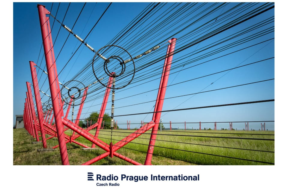 The mast of the Liblice transmitter is enclosed in a cage of wire conductors,  photo: Andrea Filičková
