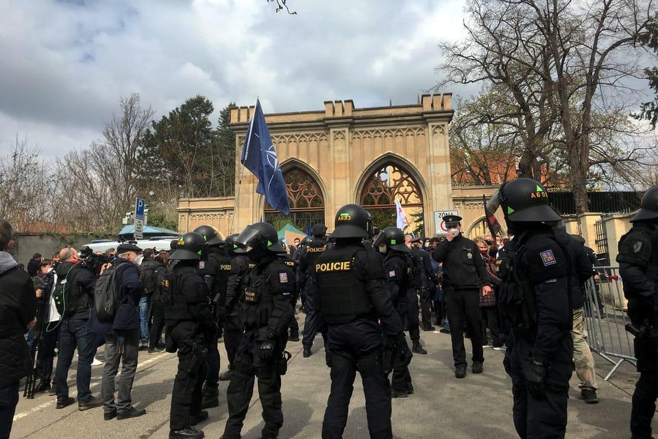 Protest at the Russian Embassy in Prague | Photo: Kateřina Ayzpurvit,  Radio Prague International